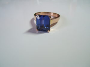 tanzanite and 18ct rose gold ring