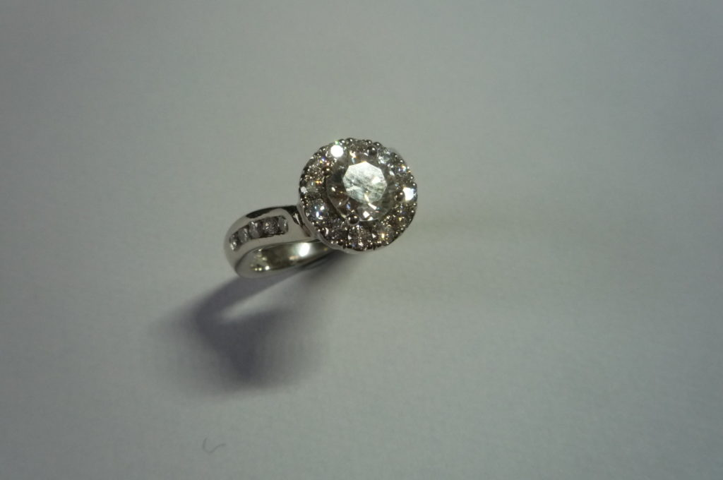 <'fitted diamond ring' >