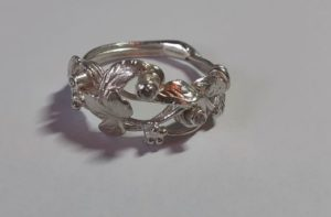 <img= depicts blackberry silver and diamond ring>