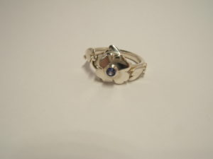 silver clover leaf ring set with tanzanite